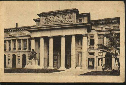 Postal antigua que muestra la fachada lateral del Museo del Prado y la estatua de Velázquez