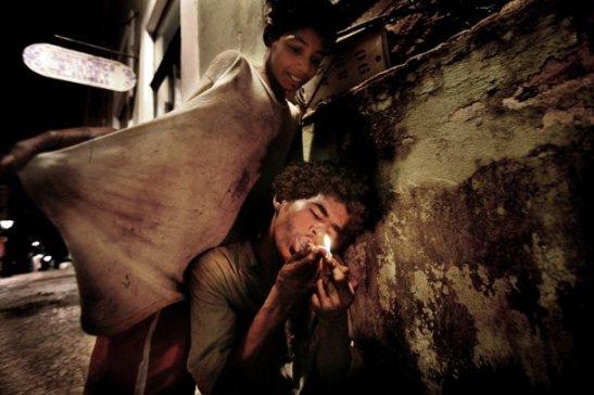 Paco y drogas, fotografía de Valerio Bispuri. Exposición Mirada interior