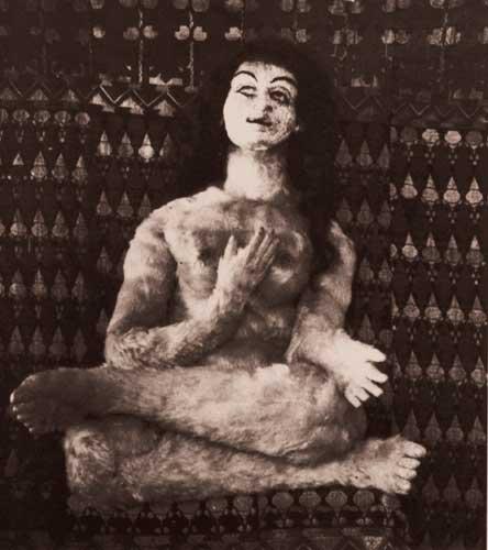 Fotografía de la muñeca hecha por Hermina Moos para Oskar Kokoschka, 1919.