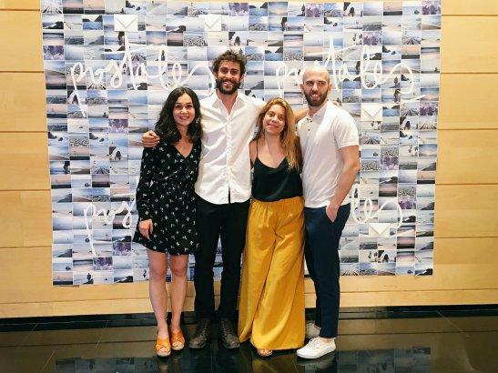 """Parte de el equipo de """"Postales"""" en la presentación en la Academia de Cine. Fotografía tomada del Twitter de La breve historia."""