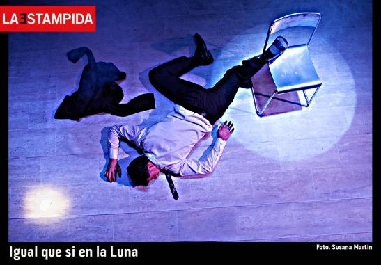 02-Igual-que-si-en-la-luna-La-Estampida-Susana-Martín